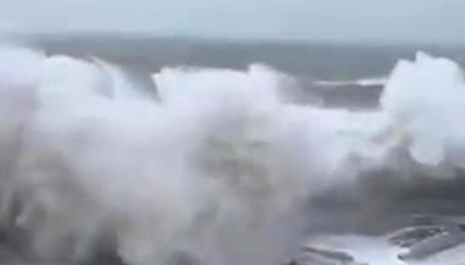 море, шторм