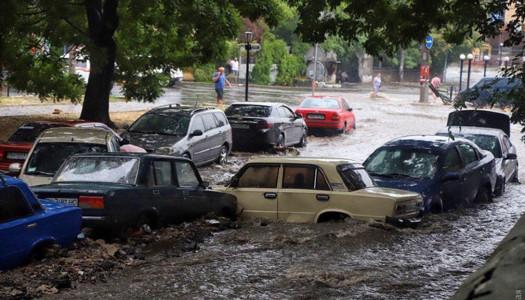 Сильна злива за 15 хвилин затопила Одесу